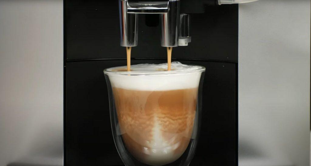 Jura E6 brewing a cappuccino
