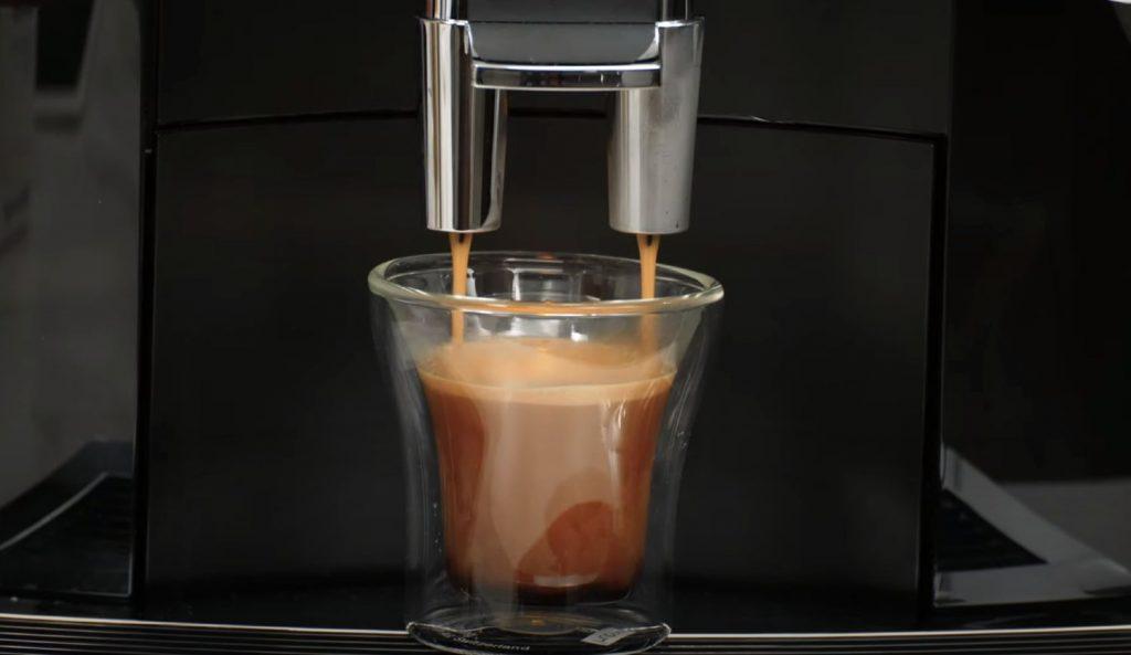 Jura E8 making a cortado coffee drink